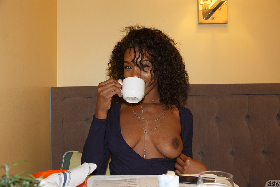 Asia Amour on a Dinner Date - 3