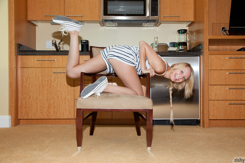 Issy Mai Chair Acrobat - 4