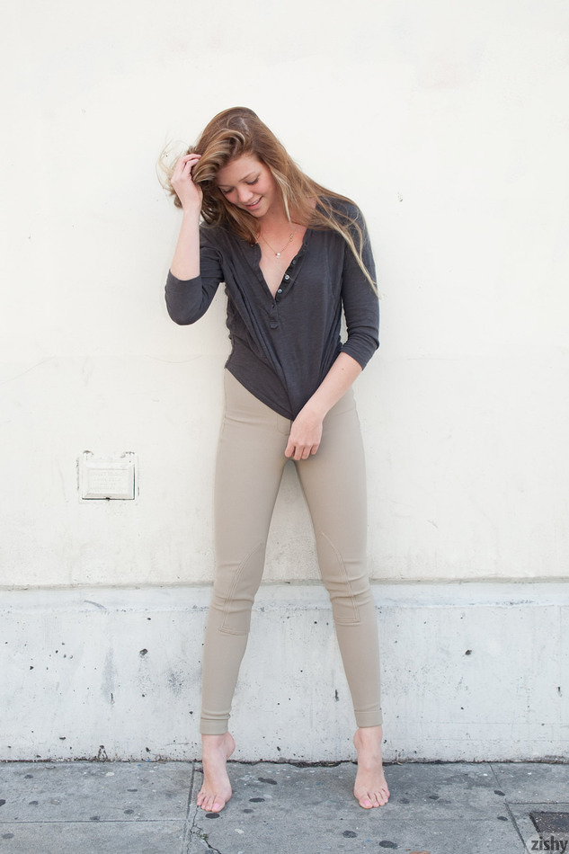 Jessie Andrews In The Fashion District - 4