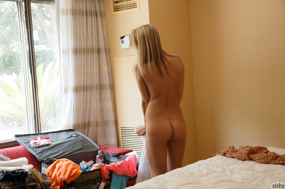 Kenna James Wakes Up In Cali - 7