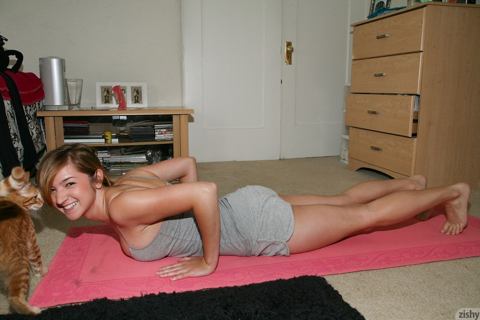 Lexy Mack Does Home Workouts - 5