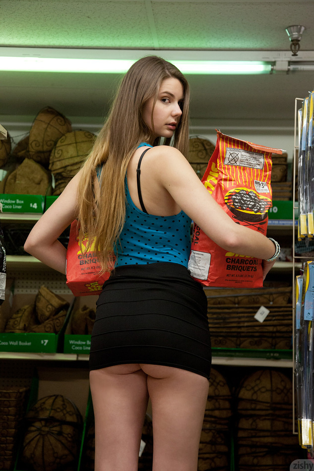 Lindsay Bare Visits Big Lots - 1