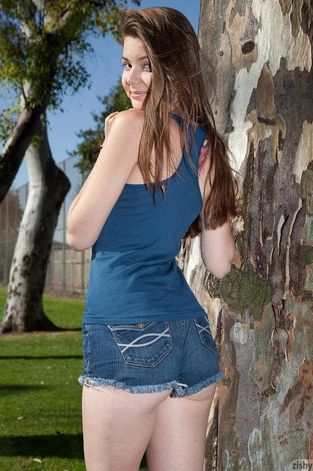 Lindsay Bare Walks In The Park - Zishy Promo