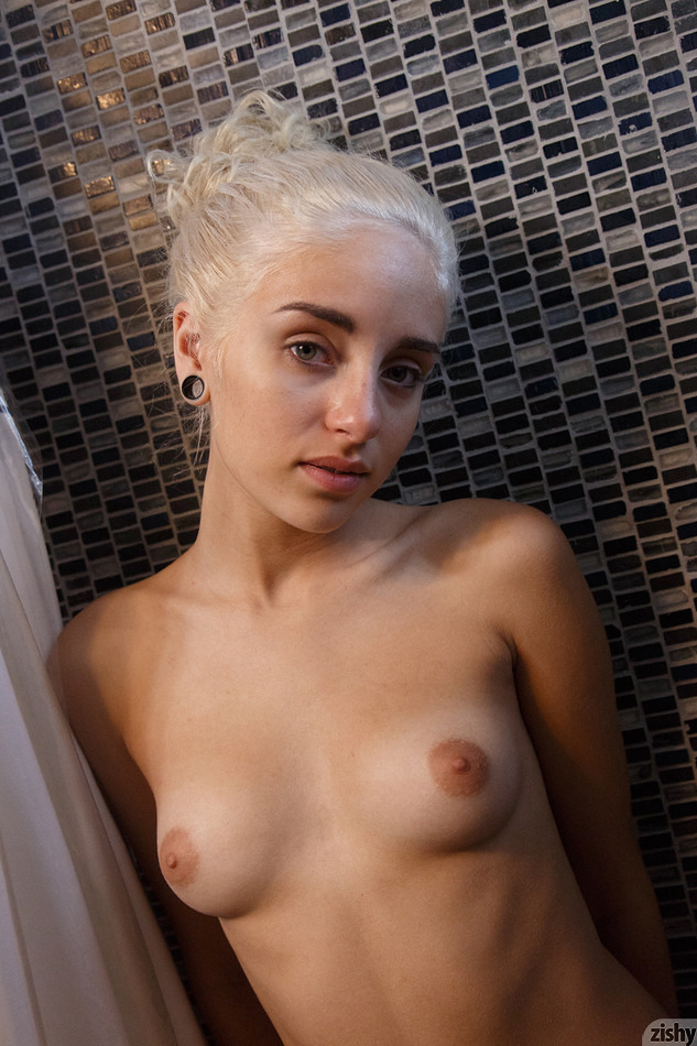 Naomi Woods Khaleesi On Drugs - 8